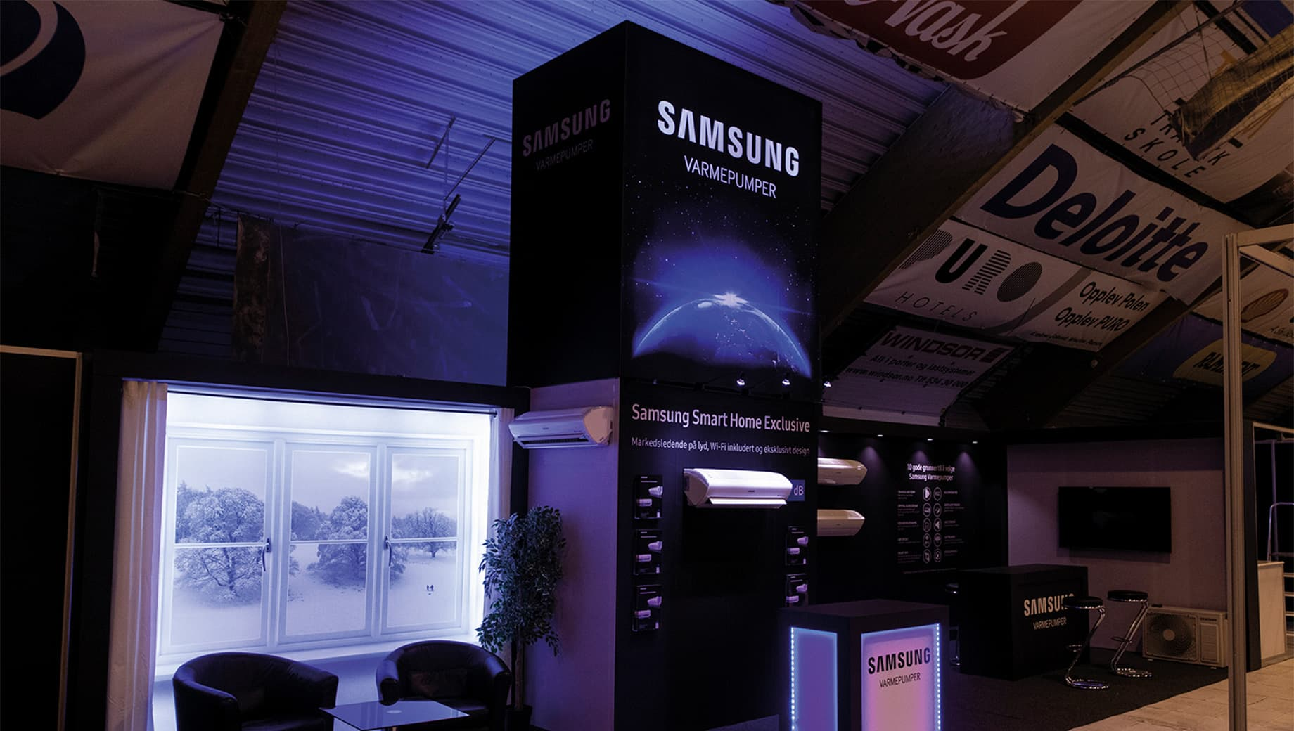 Qviller/Samsung - stand designed and built by Compass Fairs